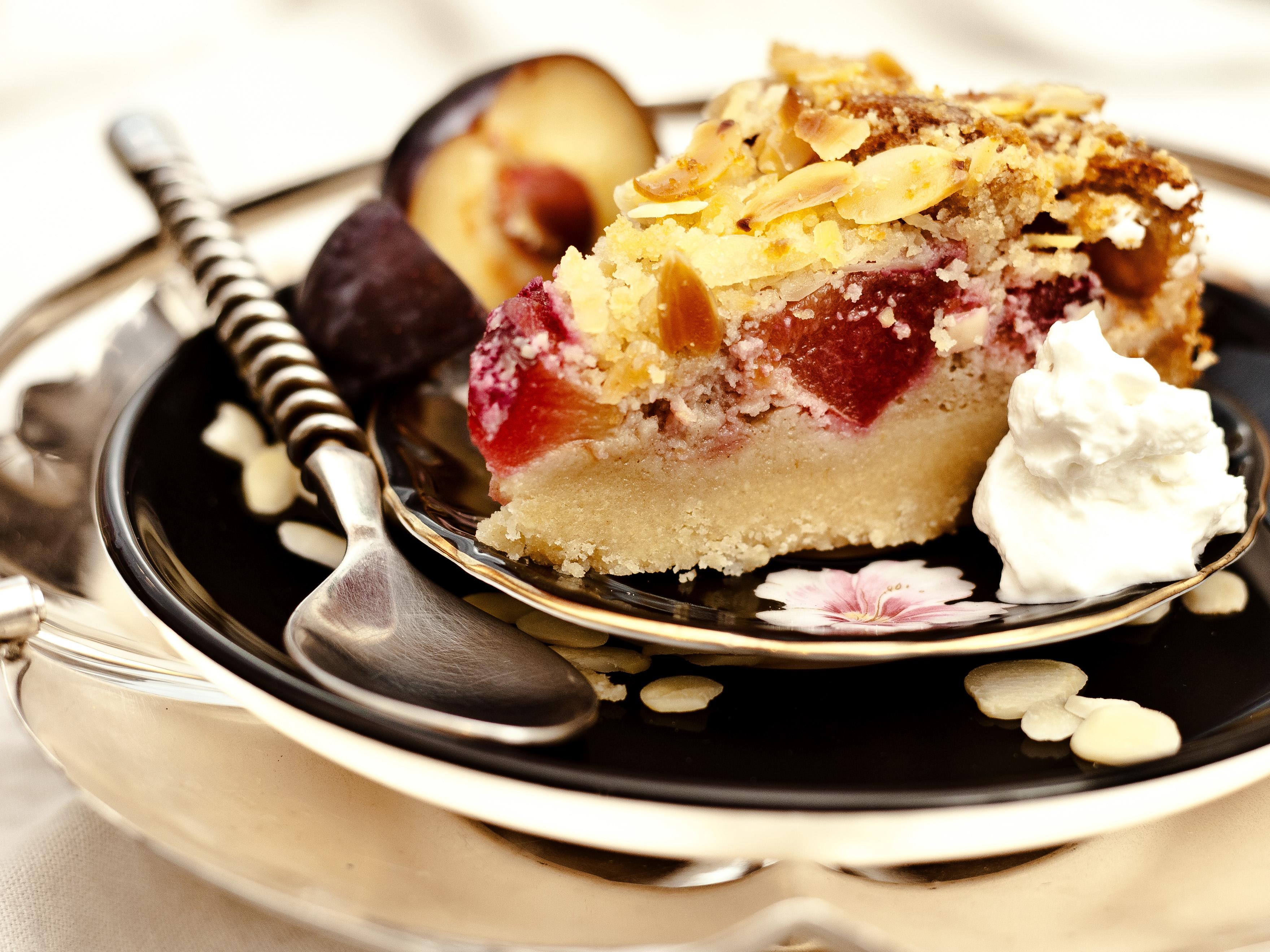 Plum & Almond Crumble Cake